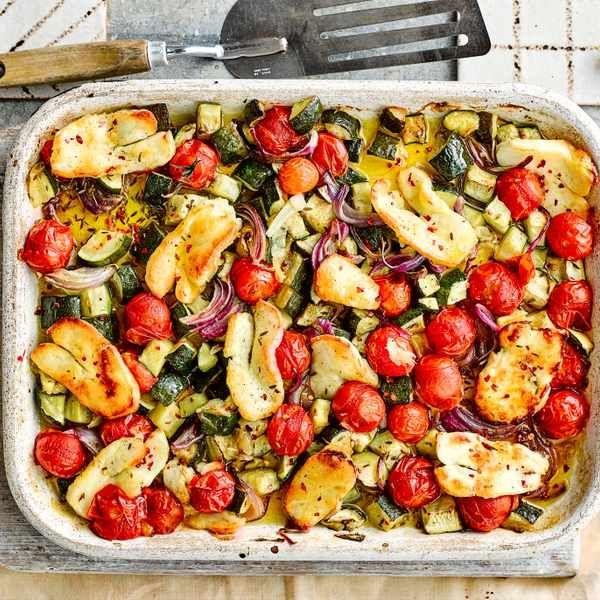 Halloumi und mediterranes Gemüse-Tablett Cremige Kartoffeln sind die perfekte Basis für …   – food-and-drinks