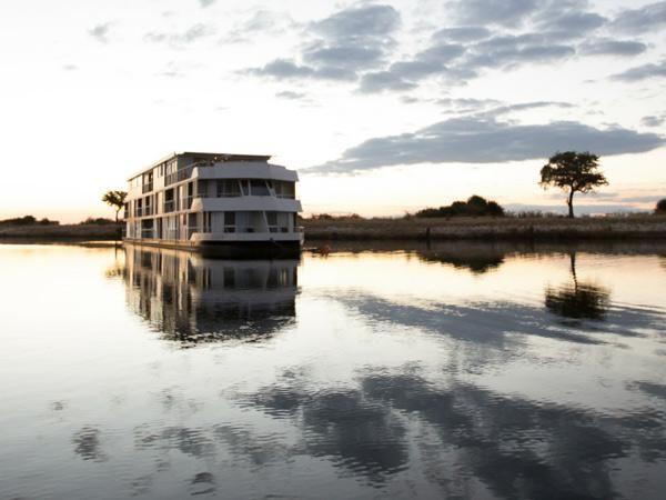 Zambezi Queen: Unwind in the Luxury of a Floating Boutique Hotel