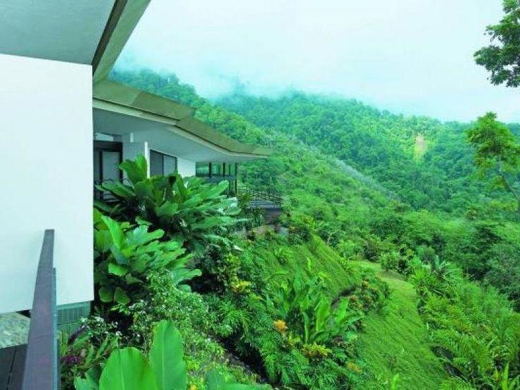 """lysbooking - Locations Villa Ojochal (Costa rica) 6 personnes - Conception VaastuSastra """"Avancari"""" est une résidence de luxe située sur les collines verdoyantes des montagnes tropicales proche de la ville de Ojochal. Maison à louer, qui fait partie d'un complexe éco-résidentiel dans la jungle entouré de montagnes avec une vue imprenable sur l'océan."""