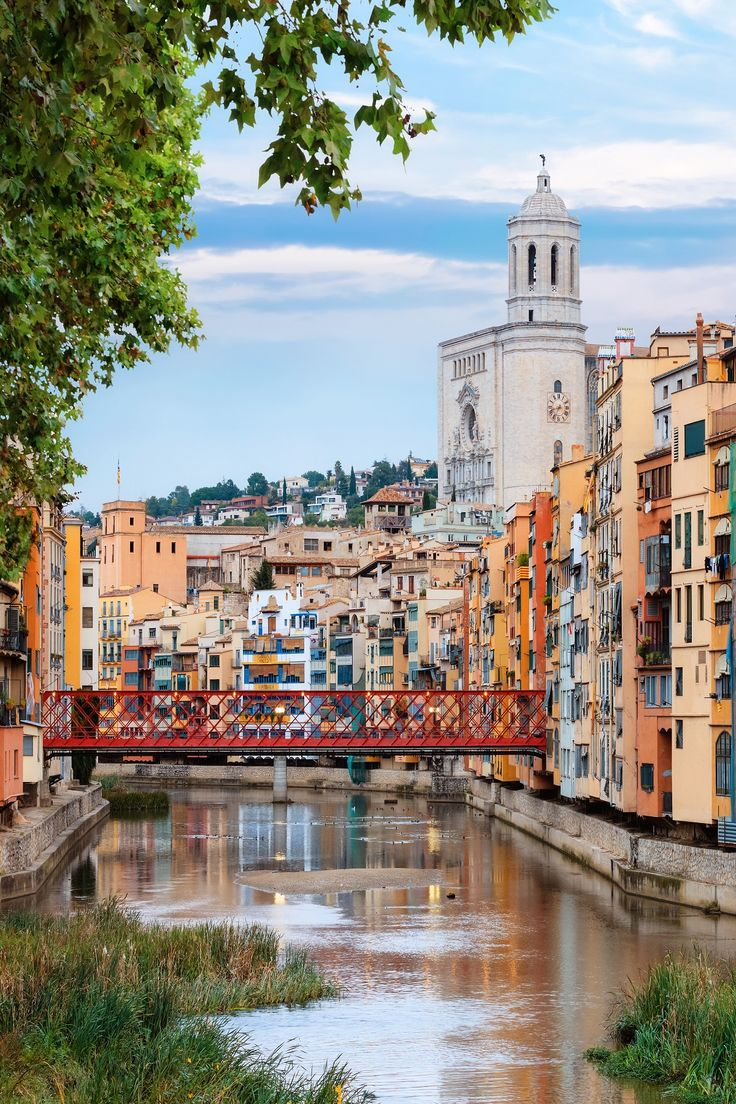 Traveling to Barcelona? Make the most of your trip with a day trip to beautiful Girona!