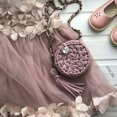 Модными должны быть не только мамочки, но и их маленькие подражательницы  А за самые красивенные и удобные сандалии спасибо @san_dali_  Скоро все цвета скуплю  #сумкаизтрикотажнойпряжи #пряжалента #пряжалентаказань #модныевещи #модаказань #моднаясумка #модницыказани #kazan #knitting #iloveknitting #вяжуназаказ #вязаноеколье #вяжутнетолькобабушки #summer #minimiss #кольеручнойработы #кольеизтрикотажнойпряжи #кольеизпряжилента #браслетизтрикотажнойпряжи #браслетручнойработы#вязаныйклатч#...