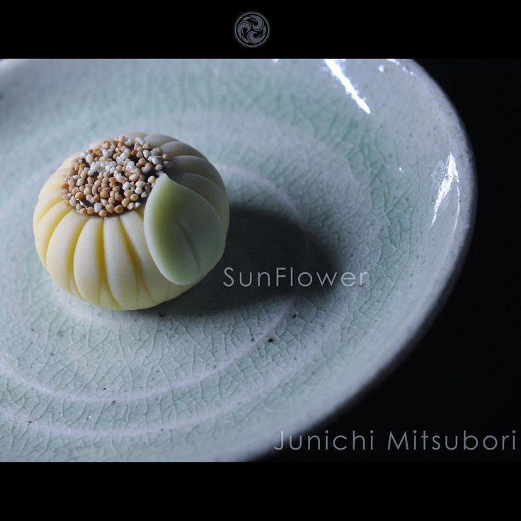 #一日一菓 「 #菓道 #向日葵 」 #煉切 製 #wagashi of the day #SunFlower 夏ですね 私の作風は少し独特な物が多いので、…