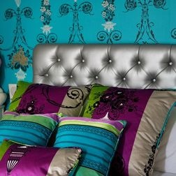 I absolutely love jewel tone rooms