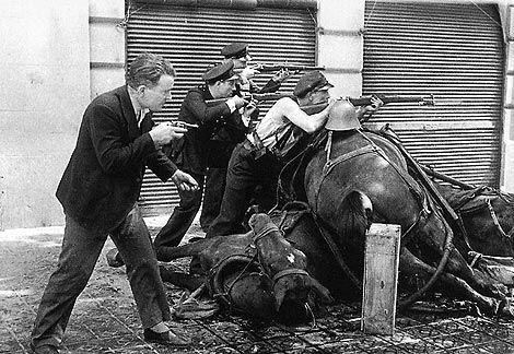 Enfrentamiento con los sublevados, en la Calle Diputación de la Ciudad Condal. 19 Julio 1936