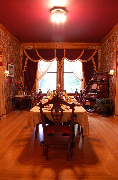 alexander mansion bed and breakfast dining room in winona minnesota