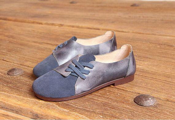 Handgefertigte Damenschuhe, dunkel blau Oxford Schuhe, flache Schuhe, Retro Lederschuhe, Freizeitschuhe, Slip-Ons, Faulenzer  Mehr Schuhe: https://www.etsy.com/shop/HerHis?ref=shopsection_shophome_leftnav  ♥♥♥♥♥♥If du weißt nicht, welche Größe Sie brauchen zu wählen, bitte sagen Sie mir die Länge der Füße, ich würde Ihnen empfehlen, die Größe, die geeignet ist für Ihre Füße. ;-)  Bitte beachten Sie dass der Fuß muss fest auf dem Boden sein, wenn Sie die Länge und Breite des Fußes messen. Und…