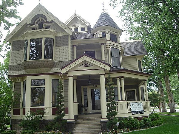 How to paint a victorian style home exterior colors Victorian house front