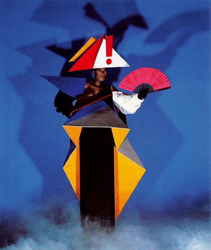 Robe de maternité d'inspiration constructiviste, en collaboration avec Antonio Lopez, New York, 1980 © Jean-Paul Goude