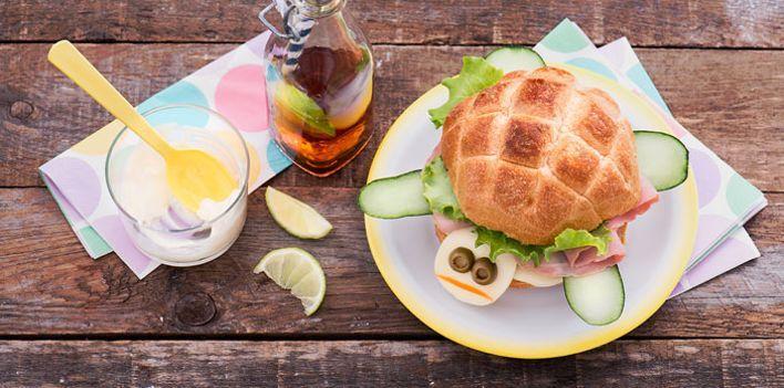 La tartaruga. Per leggere la ricetta: http://myhome.bormioliroccocasa.it/myhome/it/home/spazio-alle-idee/mani-in-pasta/panino-tartaruga.html