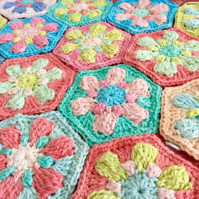 Hi there!    I hope your having a great day. :)    Today I thought I'd share a pattern that I've had tucked away for a few months, it i...