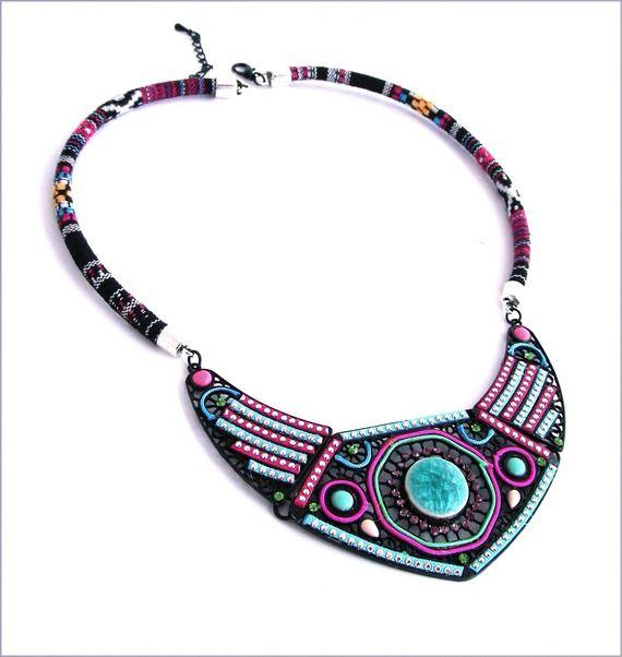 Collier Plastron Ethnique/Art-Déco - Céramique turquoise, perles et cabochons multicolores
