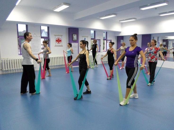 Cursuri Aerobic Sibiu - Tae Bo Mix - Accesoriu folosit: Banda fitness