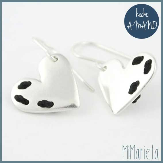 """Pendientes """"Cósete el corazón"""" http://www.mimarieta.com/producto/pendientes-cosete-el-corazon/"""