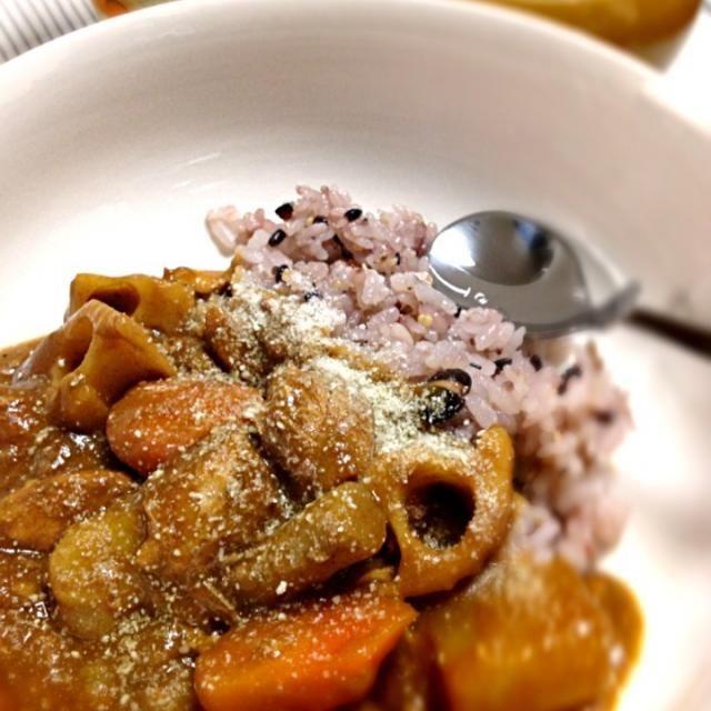 この間作った、根菜お味噌汁の煮た根菜を少しお味噌汁に使わずにとってあったので。。。 バターで炒めてサバ缶とお水を入れて少しコトコトしたらルゥを溶かして!サバ缶カレーライス作ってみました(๑´ڡ`๑)こりゃ美味ぃ〜♡ サバ缶は骨ごと食べれるし、カルシウムいっぱいでGOOD٩꒰๑❛▿❛ ॢ̩꒱ - 69件のもぐもぐ - *サバ缶カレーライス by tocca