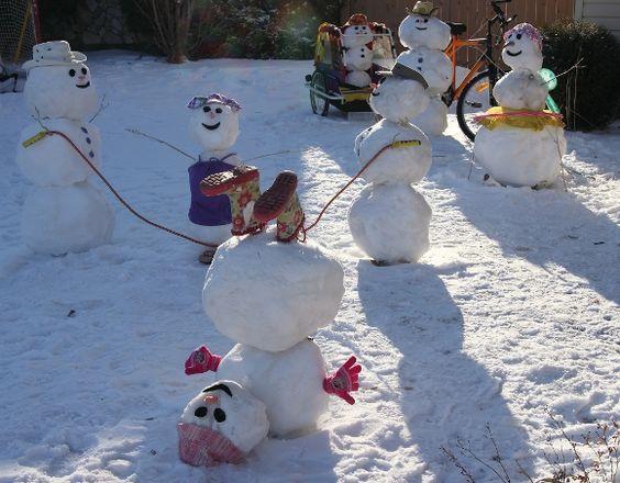 Bildergebnis für lustiger Schneemann mit Kindern in Winterlandschaft