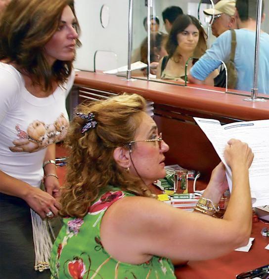 Στις κατηγορίες ασφαλισμένων που συμφέρει να εξαγοράσουν πλασματικά είναι και οι γυναίκες στο Δημόσιο που φτάνουν την 25ετία μέχρι το τέλος του 2012 και έχουν πιάσει το κατά περίπτωση όριο