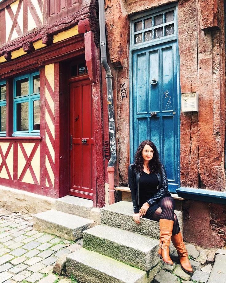 Rennes... �� Les couleurs des maisons et des portes patinées par le temps • • • #rennes #rennescity #bretagne #bretagnetourisme #cityscape #portemordelaise #travelgram #travelphotography #travel #citybreak #lookoftheday #colombages #frenchgirl #igrennes #igersrennes #igersfrance #architecture http://tipsrazzi.com/ipost/1512320080544012669/?code=BT81xnDhBl9