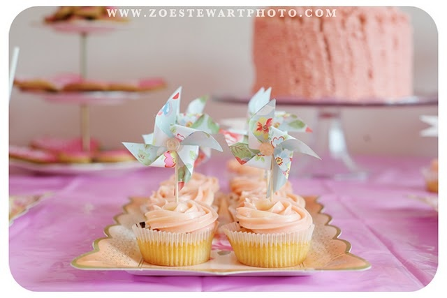 The cupcakes.... with pinwheel toppers!