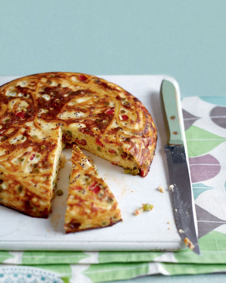 This cheddar pasta frittata would be great for a lunch time treat. Slice it up and put it in your lunch box.