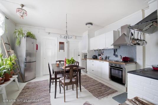 Kitchen in an old country house / Keittiö vanhassa hirsitalossa