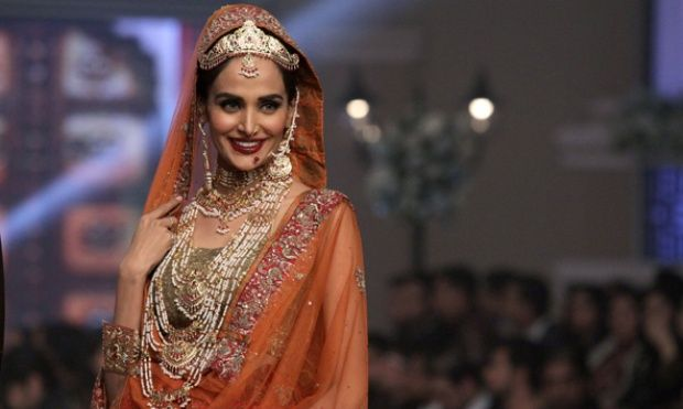 Melihat Koleksi Busana Pengantin Pakistan di Bridal Couture Week