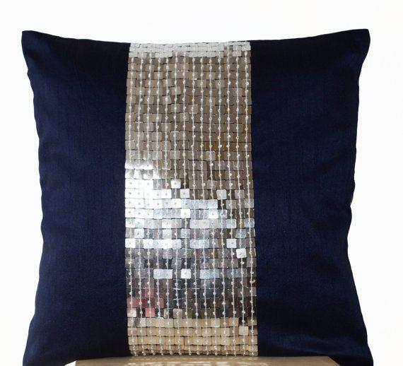 Cojines metálicos-plata azul marino color bloque por AmoreBeaute
