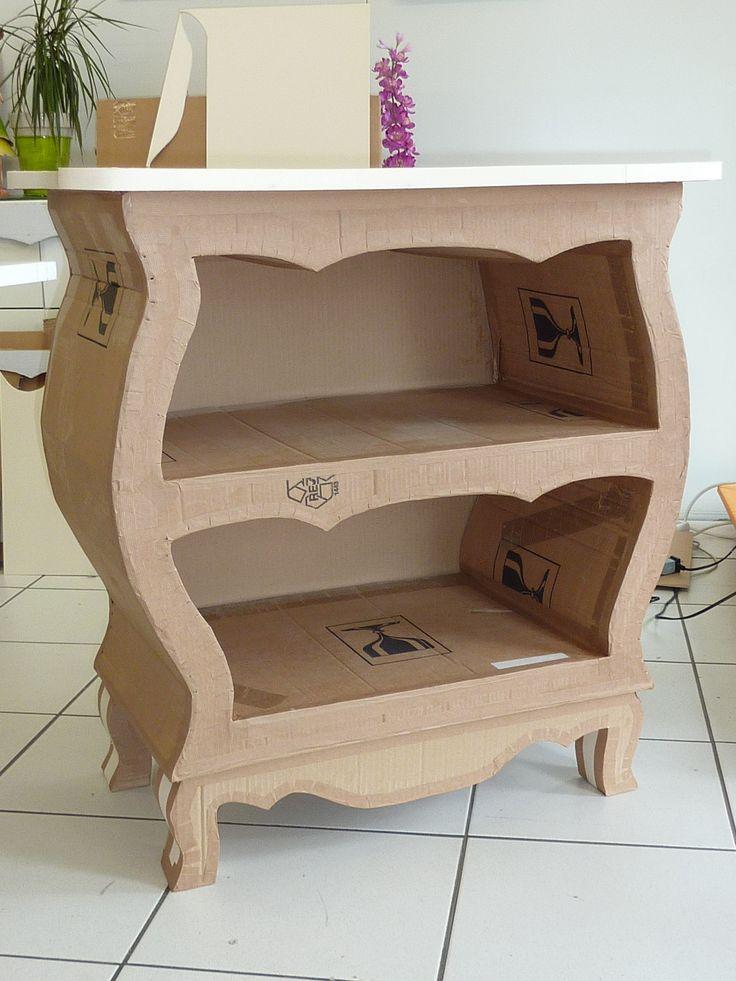 Made of cardboard from l'Atelier cadre et déco . Commode réalisée par Syvette en stage . www.cadreetdeco.fr Cours de meuble en carton