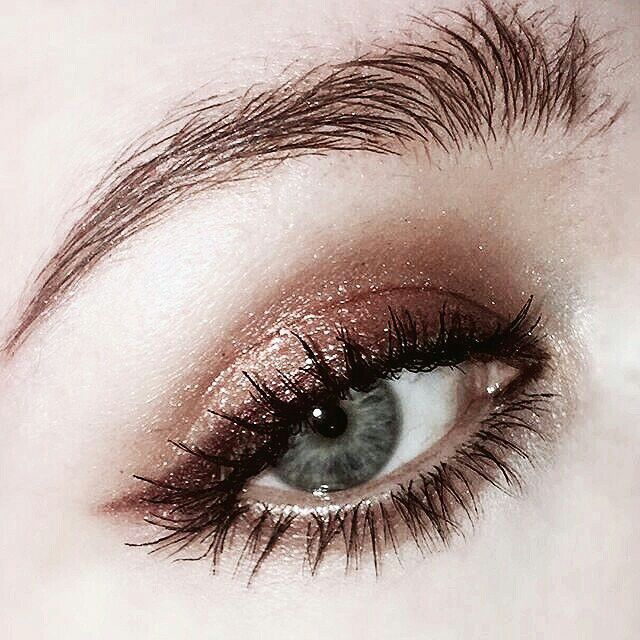 ella eyeshadow makeup look brown gold black blended Smokey eye #makeup #eyemakeu…