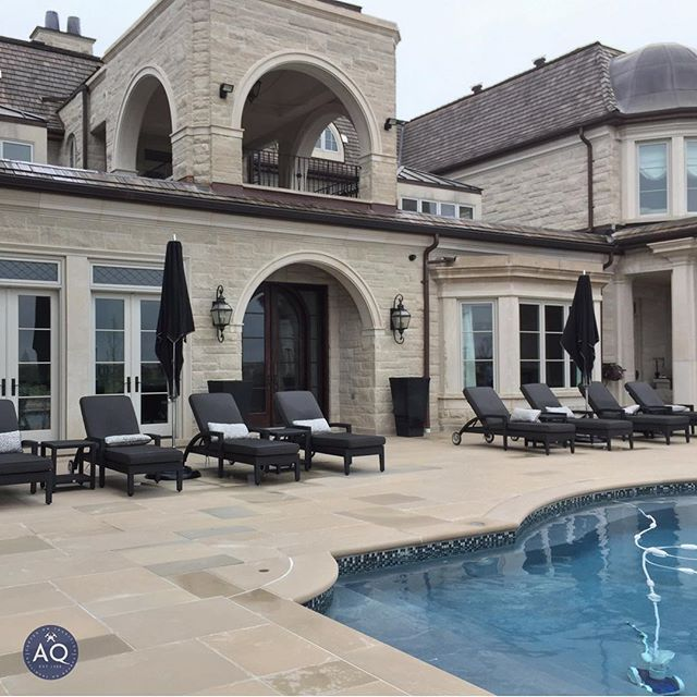 Welcoming May with this stunning Indiana Variegated Limestone project. If you want your backyard to look like this, give us a call to learn about our stone and brick materials.⠀