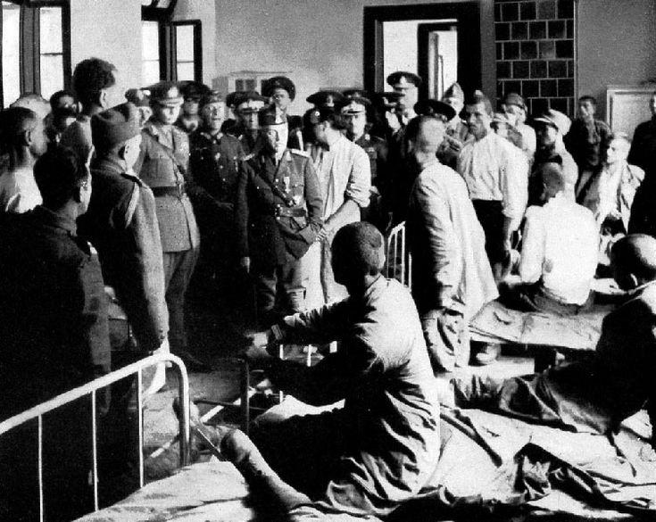 M.S. Regele Mihai si Maresalul Antonescu vizitand un spital din Romania