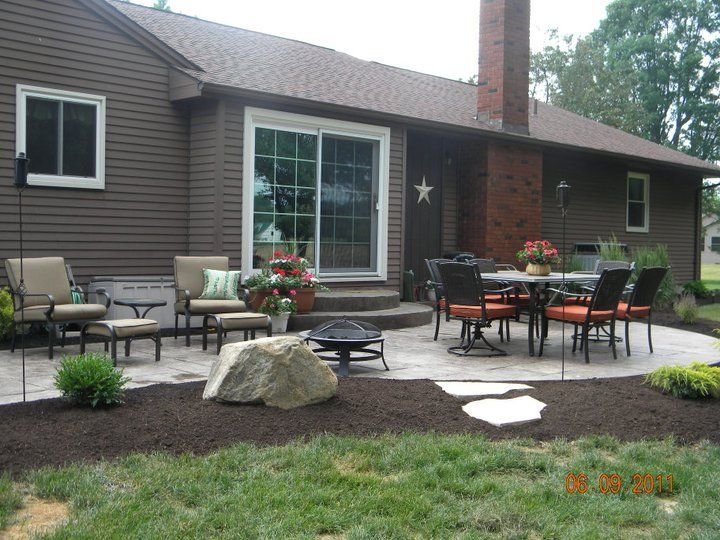 Stamped Concrete Patio With Landscape Edging Patio Landscaping Landscaping Around Patio Patio Slabs