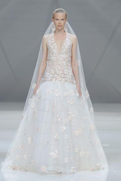 Vestidos de novia cuello halter 2017: Deja al descubierto los hombros y sorprende en tu gran día Image: 15