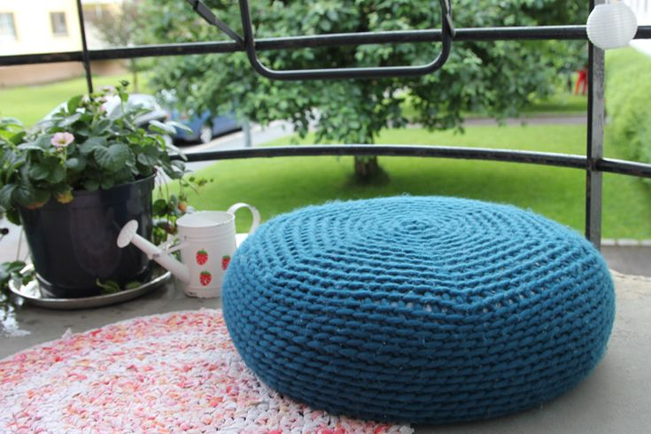 Porch pouf - if i keep pinning these, i will eventually make one... right?Crochet Poufs, Crochet Poof, Crochet Projects, Free Crochet, Crochet Free Pattern, Poufs Pattern, Crochet Cushions, Crochet Pattern, Crochet Knits