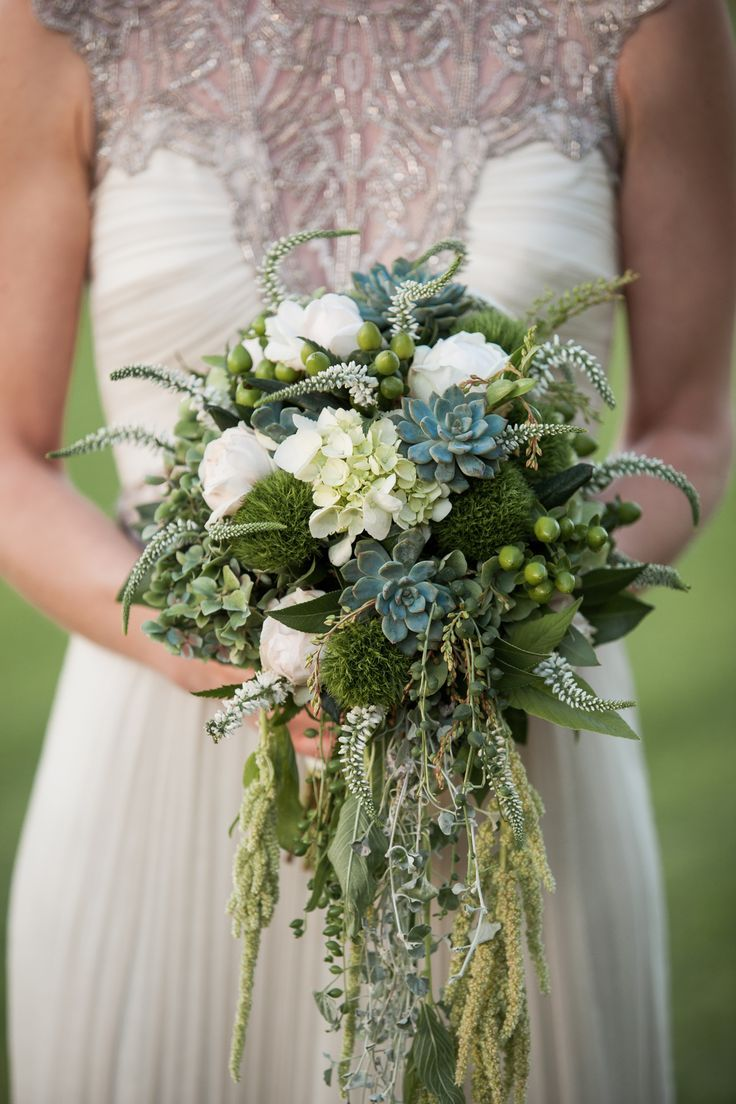 bridal bouquet idea; photo: Hilary and Charlie Photography