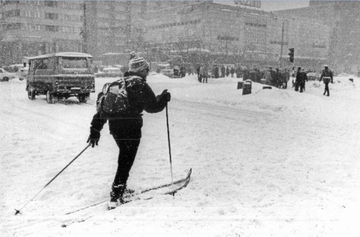 Skrzyżowanie ulicy Świętokrzyskiej i Marszałkowskiej. fot. 1979r., Jan Morek, źr. Agencja Forum