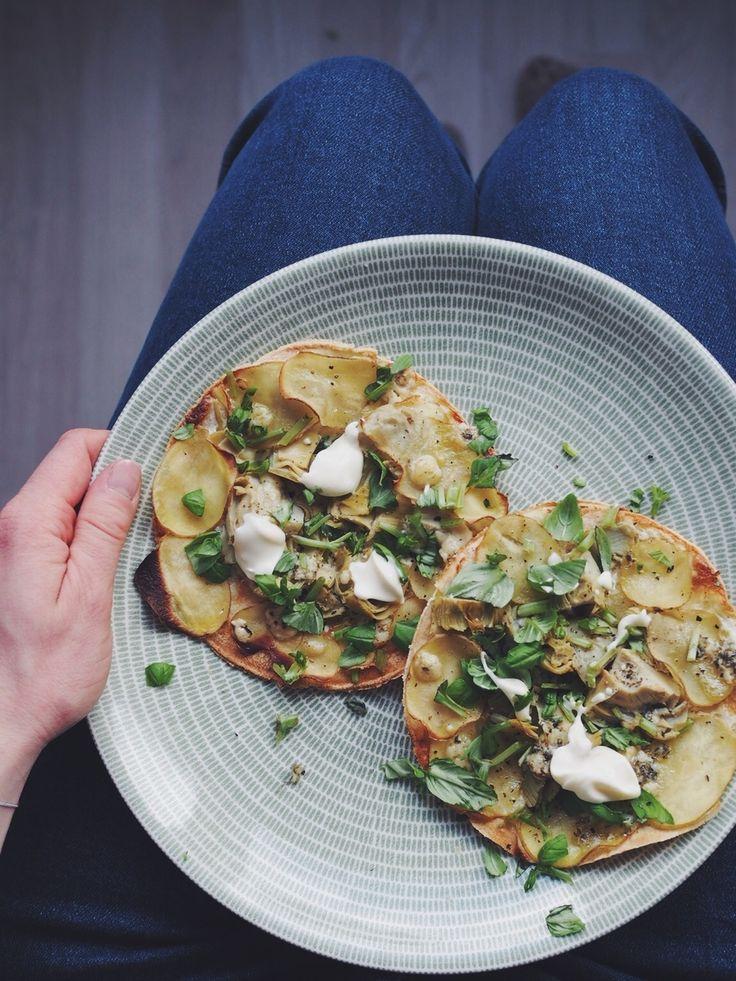 Mini pizza biancos with potatoes and artichokes - Keittiössä, kaupungissa   Lily.fi