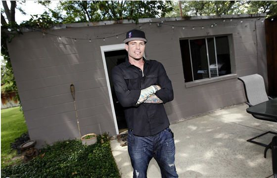 Vanilla Ice will give two homeowners a renovation in DIY Network's Ice My House contest: Houses Contest, Houses Reno