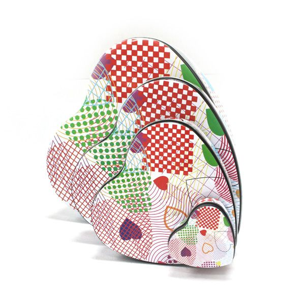 This metal gift tin packaging is made up a heart tin set. This set is made up of 5 different sizes.