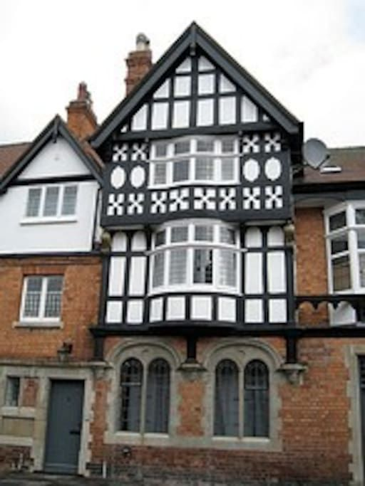 """in Lincoln, United Kingdom. Previously listed as """"Airy Flat Flat close to Cathedral""""  for the last 18 months with 5* reviews, this cosy but spacious flat is part of the former Turk's Head pub, 100 yards from Roman Newport Arch at the top of the Bailgate,  a few  minutes from..."""