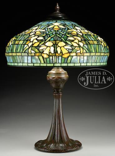 TIFFANY STUDIOS DAFFODIL TABLE LAMP.                                                                                                                                                                                 More