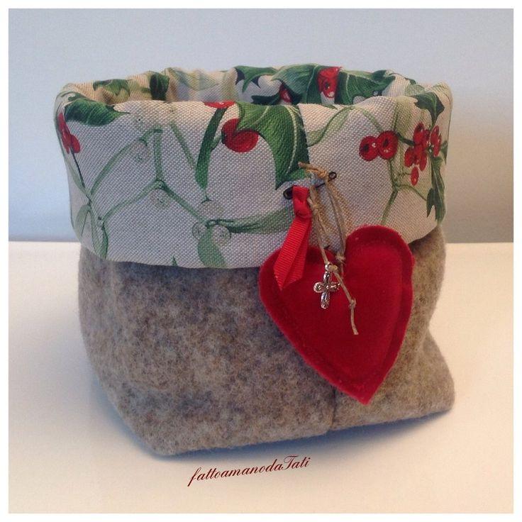 Cestino natalizio in lana cotta ,agrifoglio e cuore rosso, by fattoamanodaTati, 22,00 € su misshobby.com