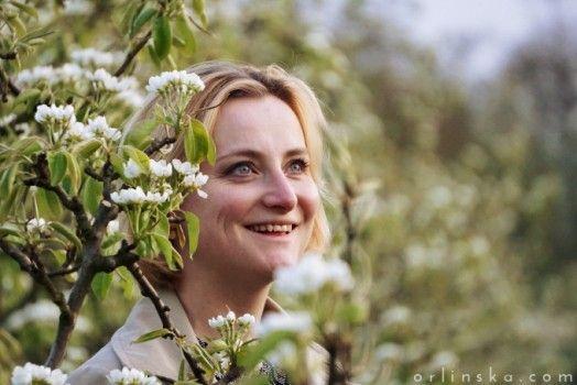 #voorjaar #vrouw #spring #woman #orchard #boomgaard #bloemen #bloei #bloesem #flowers #blossom #happy #smile #gelukkig #glimlach