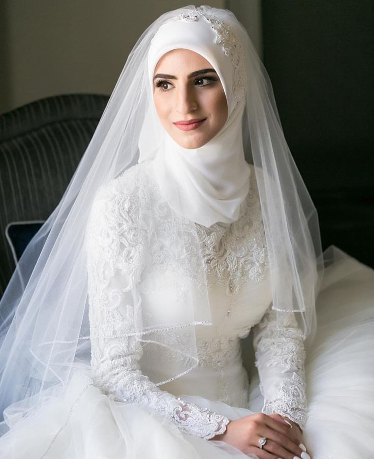 Bridal beauty @faten.odeh Mabrouk to the lovely bride Faten✨ makeup by @beautybymegannaik • dress from @demetriosbride • hijab inspired by @veiledbyzara #thehijabbride #modestbride #muslimbride #modestfashion #muslimfashion