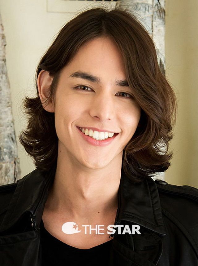 I absolutely love Lee Hyun Jae and his smile! He makes me smile too. :)
