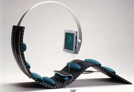 Surf Chair for the Lazy | Ubergizmo - A few of these in the library would make us the most popular place on campus