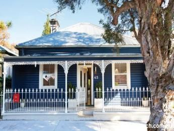 Corrugated iron victorian house exterior with picket fence & window shutters - House Facade photo 197627