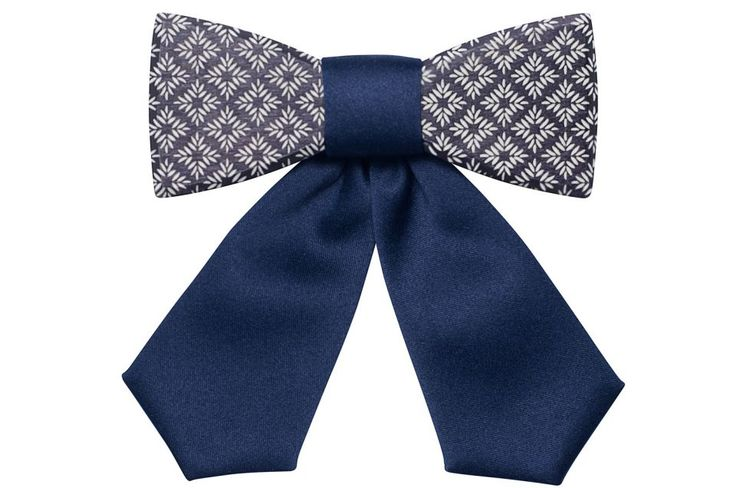 Stellia wooden bow tie for women - collection summer 2017. Each woman is unique but they all share charm and tenderness. We want to be different but also stay true to ourselves. We want our accessories to get attention, but without too much 'bling', just highlighting our personal style.  A wooden bow tie can be worn on any occasion and in any way you like. Let's follow fashion magazines and be inspired, but always stay original. BeWooden