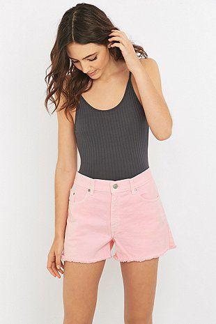 Urban Renewal Vintage Customised – Ungesäumte Shorts in überfärbtem Hellrosa - Urban Outfitters