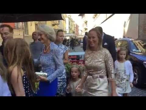 Video: Koninklijke familie in Parma bij doop kleine prins Carlos - Vorsten