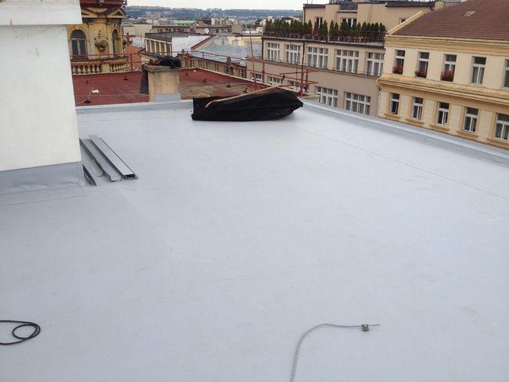 Rekonstrukce ploché #strechy ve Štěpánské ulici v Praze.